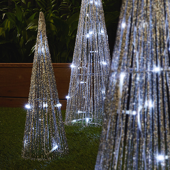 These Awesome Outdoor Lighting Ideas Will Brighten Up Your: Outdoor-christmas-lights-you-will-love